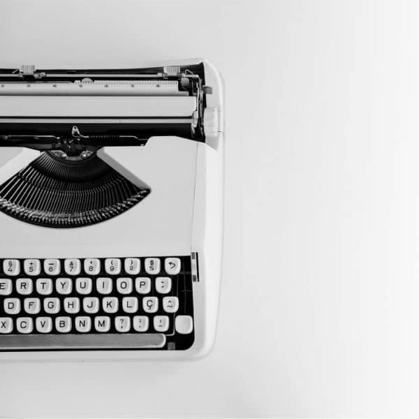Parašykite mums
